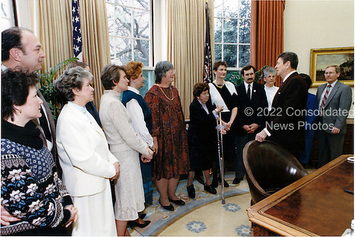 United States President Ronald Reagan meets with Right to Life Volunteers in the Oval Office of the White House in Washington, D.C. after addressing the March for Life Rally on Friday, January 22, 1988.  Attending the meeting with the President, from left, are: Aleta Allen, Wayne Allen, Marguerite Blindt, Eileen Beck (partially blocked), Betty ann Daily, Kathleen DiFiore, Catherine Ewers, Betty Glickert, Marie Therese Hall, Dennis P. Hudackey, Teresa Ianora, President Reagan, Karen Mitchell (partially blocked), and James W. Schaefer.Mandatory Credit: Susan Biddle - White House via CNP