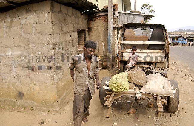 FIXING THE BRAKE IN RENDAPOLA, BADULLA DISTRICT, UVA PROVINCE, SRI LANKA...CAR-REPAIR-SHOP, PEOPLE, LOOSING BRAKE-FLUID,.BREMSE, BREMSFLÜSSIGKEIT, TIRE, WHEEL, DANGEROUS SITUATION, PEOPLE, MECHANIC, MAN, WORK,..©Photo: Paul J.Trummer, Mauren / Liechtenstein www.travel-lightart.com
