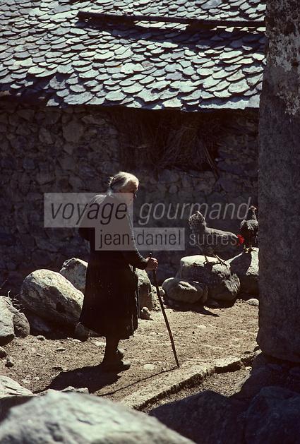 Europe/France/Midi-Pyrénées/09/Ariège/Vallée de Vicdessos/Lapège: Villageoise<br /> PHOTO D'ARCHIVES // ARCHIVAL IMAGES<br /> FRANCE 1980