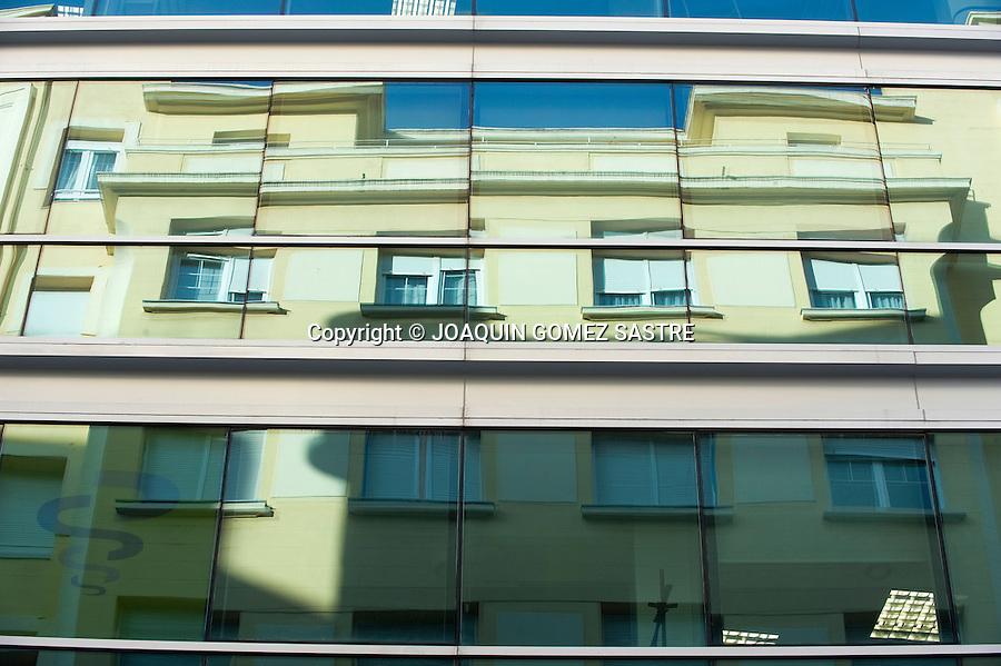 Reflejos  de edificios en la ciudad de Santander.foto © JOAQUIN GOMEZ SASTRE