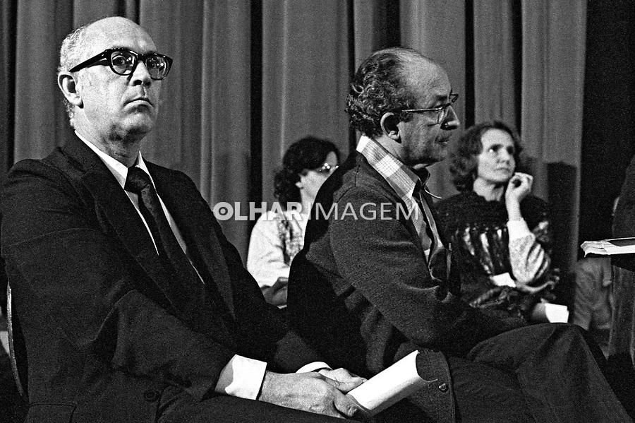 Dalmo Dalari e Tomas Balduino em ato publico contra o Projeto de Emancipaçao do Indio, teatro Tuca. Sao Paulo. 1978. Foto de Juca Martins.