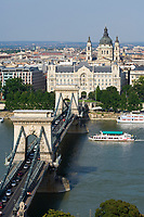 HUN, Ungarn, Budapest: die Kettenbruecke (Lánchid) verbindet die beiden Stadtteile Buda und Pest seit 1849, St. Stephans-Basilika | HUN, Hungary, Budapest: Chain-Bridge (Lánchid) connecting Buda District and Pest District since 1849, St. Stephen's Basilica