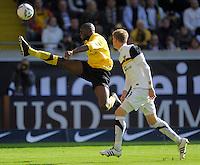 Fussball, 2. Bundesliga, Saison 2011/12, SG Dynamo Dresden - Alemannia Aachen, Sonntag (16.10.11), gluecksgas Stadion, Dresden. Dresdens Mickael Pote (li.) gegen Aachens Tobias Feisthammel.