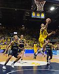 15.05.2018, EWE Arena, Oldenburg, GER, BBL, Playoff, Viertelfinale Spiel 4, EWE Baskets Oldenburg vs ALBA Berlin, im Bild<br /> auf zum Korb <br /> Mickey McCONNELL (EWE Baskets Oldenburg #32)<br /> Luke SIKMA (ALBA Berlin #43 ) Dennis CLIFFORD (ALBA Berlin #42 ) Peyton SIVA (ALBA Berlin #3 )<br /> Foto &copy; nordphoto / Rojahn