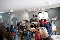 Spagna Barcellona  Elezioni all'assemblea catalana 25 Novembre 2012 Un seggio elettorale nella cittadina di  Gelida (Barcellona)