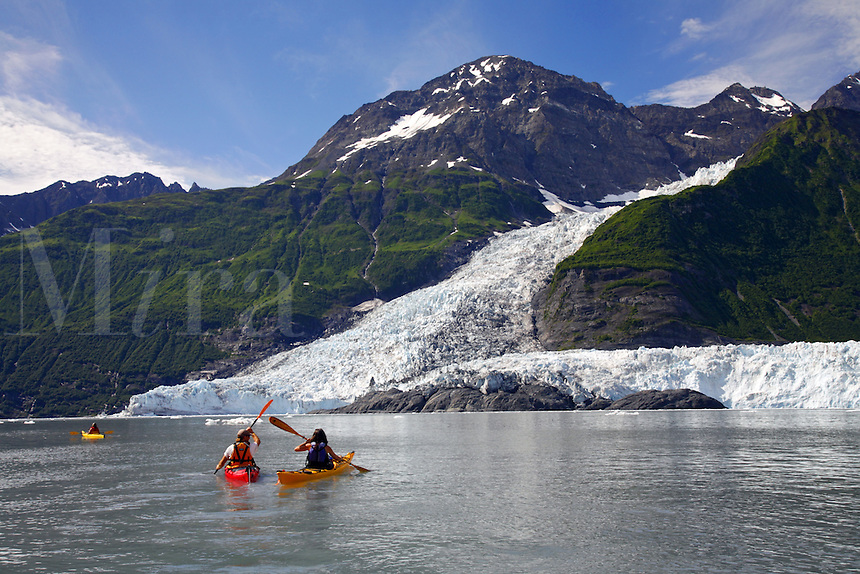 Kayaking by Cascade Glacier (l) and Barry Glacier (r)Harriman Fiord, Prince William Sound, Chugach National Forest, Alaska.