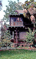 Greene & Greene: Thorsen House, Berkeley 1908. Back of house.  Photo '78.