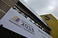 BOGOTA - COLOMBIA, 26-05-2018: El principal centro electoral del país, CORFERIAS, en la ciudad de Bogotá se prepara para la jornada electoral. Las elecciones presidenciales de Colombia de 2018 se celebrarán el domingo 27 de mayo de 2018. El candidato ganador gobernará por un periodo máximo de 4 años fijado entre el 7 de agosto de 2018 y el 7 de agosto de 2022. / The main electoral center in thecountry, CORFERIAS, in Bogota city is ready to electoral journey. Colombia's 2018 presidential election will be held on Sunday, May 27, 2018. The winning candidate will govern for a maximum period of 4 years fixed between August 7, 2018 and August 7, 2022.. Photo: VizzorImage / Gabriel Aponte / Staff