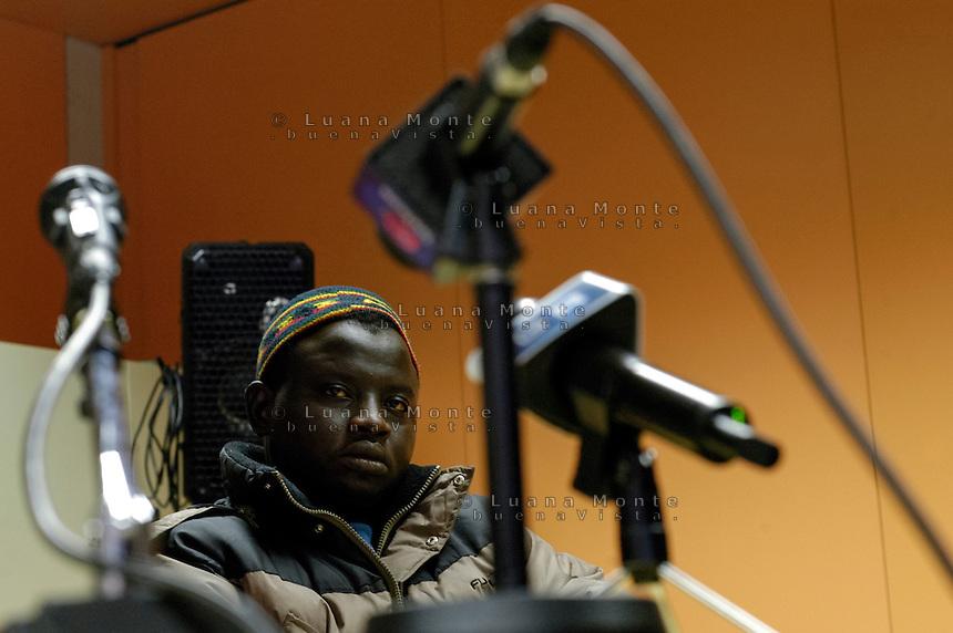 Imam Ahmed, portavoce dei rifugiati sudanesi, durante la conferenza stampa. Castel San Pietro, 13 gennaio, 2006<br /> <br /> Imam Ahmed, spokesman for the Sudanese refugees, during a press conference. Castel San Pietro, January 13, 2006