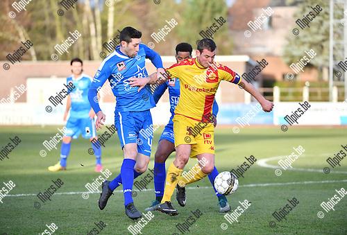 2016-11-27 / Voetbal / Seizoen 2016-2017 / KFC Duffel - Grimbergen / Robby Vanhamel (l.) met Kevin Spreutels van Duffel<br /> <br /> ,Foto: Mpics.be