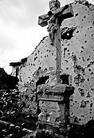 Vukovar / Croazia 11/1991 <br /> Importante centro industriale della Slavonia sulla riva del fiume Danubio. Vukovar è stata al centro della più aspra battaglia dell'intero conflitto balcanico per la definizione dei nuovi confini tra Serbia e Croazia. Nella fotografia un crocifisso colpito dalle schegge delle granate.Il 17 novembre 1991 quando Vukovar cade nelle mani delle milizie serbe è ridotta ad un cumulo di macerie.<br /> Important industrial center of Slavonia on the bank of the river Danube. Vukovar was at the center of the most severe battle of the entire conflict in the Balkans for the definition of new borders between Serbia and Croatia.On 17 November 1991, when Vukovar fell into the hands of the Serb militias is reduced to a pile of rubble. <br /> Photo Livio Senigalliesi