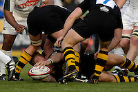 Wycombe, Great Britain, Wasps, Lawrence DALLAGLIO, lays the ball off, during the EDF Energy, Anglo Welsh, rugby Cup match, London Wasps vs London Irish,  at Adams Park, England, 08/10/2006. [Photo, Peter Spurrier/Intersport-images]....