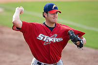 Donovan Hand (39) of the Huntsville Stars throws a bullpen session at the Baseball Grounds in Jacksonville, FL, Thursday June 12, 2008.