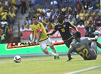 BARRANQUILLA - COLOMBIA -29-03-2016: James Rodriguez (Izq.) jugador de Colombia disputa el balón con Walter Ayovi (Der.) jugador de Ecuador durante partido entre los seleccionados de Colombia y Ecuador, por la fecha 6 para la clasificación sudamericana a la Copa Mundial de la FIFA Rusia 2018, jugado en el estadio Metropolitano Roberto Melendez en Barranquilla. /  James Rodriguez (L) player of Colombia fights the ball with Walter Ayovi (R) player of Ecuador during match between the teams of Colombia and Ecuador, for the date 6 for the Qualifier FIFA World Cup Russia 2018, played at Metropolitan stadium Roberto Melendez in Barranquilla. Photo: VizzorImage / Luis Ramirez / Staff.
