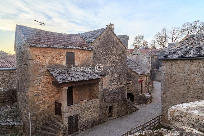 France, Aveyron (12), Parc naturel r&eacute;gional des Grands Causses, class&eacute;e Patrimoine mondial de<br /> l&rsquo;UNESCO,  la Couvertoirade, labellis&eacute; Les Plus Beaux Villages de France, ruelle du village // France, Aveyron, Grands Causses Regional Natural Park, listed as World Heritage by UNESCO,  la Couvertoirade, labelled Les Plus Beaux Villages de France (The Most beautiful<br /> Villages of France), street in the village