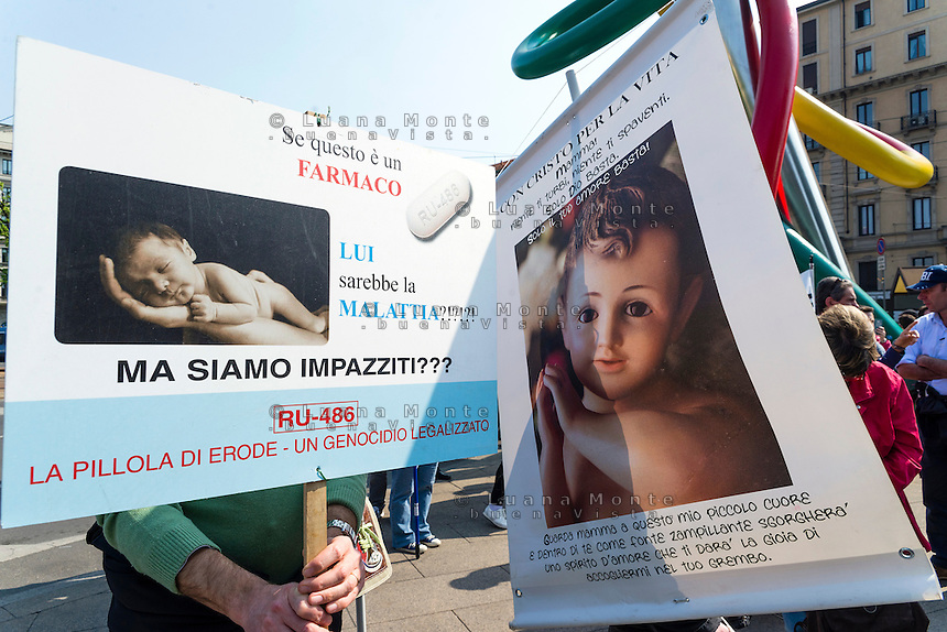 Manifestazione organizzata da No194, comitato referendario per l'abolizione della legge 194. Milano, 11 aprile, 2015. <br /> Antiabortion demonstration, organized by the Committee No194, against the italian law on abortion. Milan, April 11, 2015.