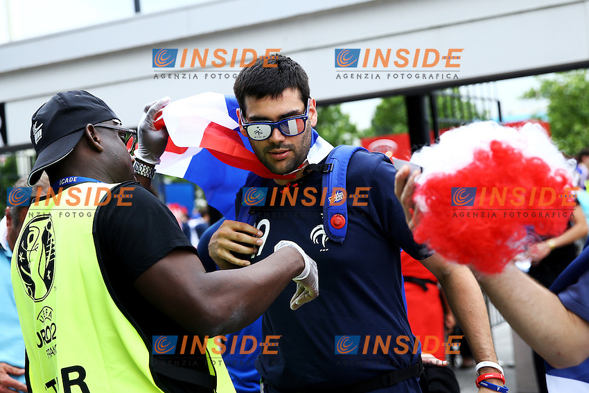 Perquisizione Tifosi all'ingresso. Security check at the entrance <br /> Paris 10-06-2016 Stade de France football Euro2016 France - Romania  / Francia - Romania Group Stage Group A. Foto Matteo Ciambelli / Insidefoto