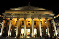 URUGUAY Montevideo, Teatro Solis at night