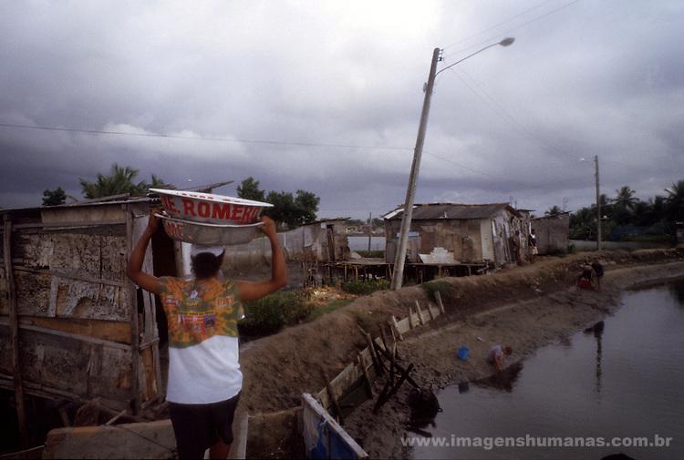 Ilha de Deus, favela de palafitas em Recife, Pernambuco. Local de carcinicultura, criação de camarão em cativeiro..IIha of God, slum of stilts in Recife, Pernambuco. Carcinicultura place, shrimp creation in captivity