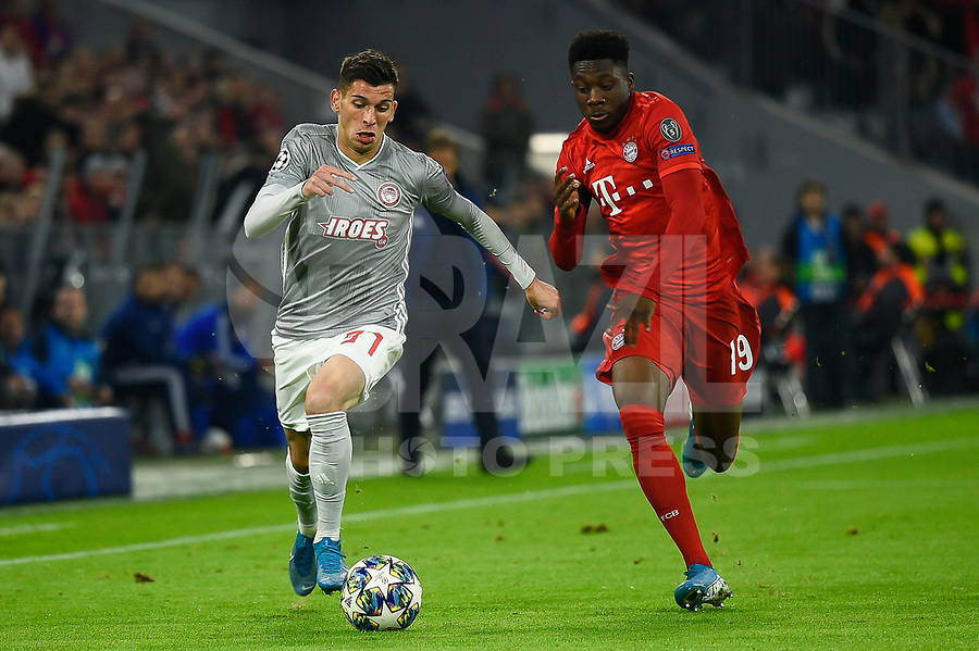 MUNIQUE, ALEMANHA, 06.11.2019- UEFA CHAMPIONS LEAGUE: Randjelovic do Olympiacos (E) e Davies do Bayern (D) durante a partida do grupo B da UEFA Champions League entre o Bayern e Olympiacos no Allianz Arena, em Munique, Alemanha, nessa quarta 06. (Foto: Bruno de Carvalho / Brazil Photo Press)