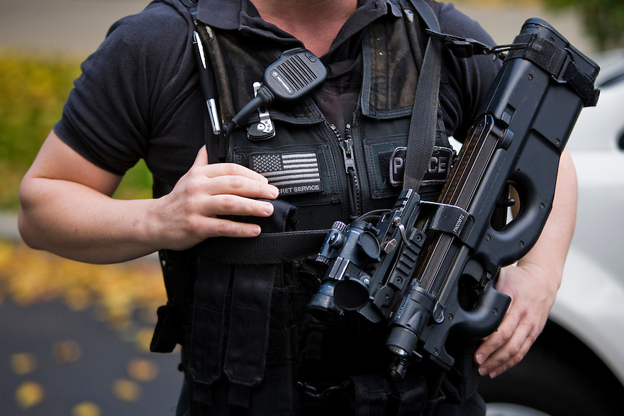 A Secret Service agent with the Counter Assault and Tactical Division holds a loaded weapon in front of the North Portico of the White House in Washington...