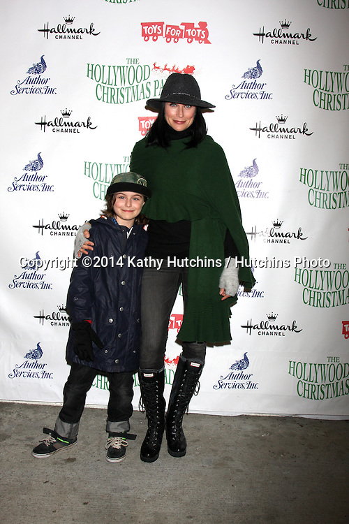 LOS ANGELES - NOV 30:  Avalon Leone Bookstaver, Rena Sofer at the 2014 Hollywood Christmas Parade at the Hollywood Boulevard on November 30, 2014 in Los Angeles, CA