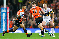 Picture by Alex Whitehead/SWpix.com - 07/10/2017 - Rugby League - Betfred Super League Grand Final - Castleford Tigers v Leeds Rhinos - Old Trafford, Manchester, England - Castleford's Ben Roberts passes to Mike McMeeken.