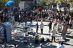 """""""In forma pauperis"""" antzerki taldea emanaldia ematen Ondarrun (Euskal Herri), 2013ko Urriaren 12an. Marabilli sormen festibala"""" Aitzol Aramaio zenaren indarrarekin jaiotako egitasmo bat da eta helburua da hainbat artista Ondarroan biltzea, idazleak, musikariak, zinegileak, antzerkilariak, artista plastikoak, diseinatzaileak.(Ander Gillenea / Bostok Photo)"""