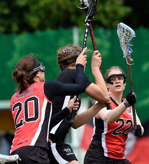 GER - Hannover, Germany, May 30: During the Women Lacrosse Playoffs 2015 match between DHC Hannover (black) and SC Frankfurt 1880 (red) on May 30, 2015 at Deutscher Hockey-Club Hannover e.V. in Hannover, Germany. Final score 23:3. (Photo by Dirk Markgraf / www.265-images.com) *** Local caption *** Magdalena Heiser #20 of SC 1880 Frankfurt, Pia Jakubeit #22 of SC 1880 Frankfurt