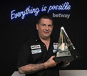 20.05.2015. London,  England. Betway Premier League Darts, Play-Offs Media Day. [L-R] Reigning World Champion Gary Anderson with the Betway Premier League Trophy.