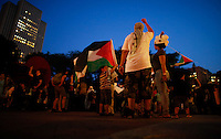 New York City, NY. 20 August 2014. A family take part during a Pro-palestine Rally across de Brooklyn Bridge in Manhattan.  Photo by Kena Betancur/VIEWpress
