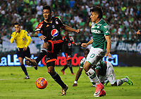 PALMIRA -COLOMBIA-11-06-2017. Andres Felipe Roa (Der) del Deportivo Cali disputa el balón con Eder Castañeda (Izq) de America de Cali durante partido por la semifinal de vuelta de la Liga Águila I 2017 jugado en el estadio Palmaseca de Cali. / Andres Felipe Roa (R) player of Deportivo Cali fights for the ball with Eder Castañeda (L) player of America de Cali during match for the second leg match semifinal of the Aguila League I 2017 played at Palmaseca stadium in Cali.  Photo: VizzorImage/ Nelson Rios /Cont