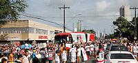 RECIFE-PE,03/05/2015 - FINAL CAMPEONATO PERNAMBUCANO 2015. Ônibus do Santa Cruz chega no Estádio do Arruda ovacionado por sua torcida, domingo,03 (Foto: Jean Nunes / Brazil Photo Press)