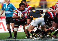 Counties-Manukau number eight Viliami Fihaki runs from the base of the scrum. ITM Cup - Wellington Lions v Counties-Manukau Steelers at Westpac Stadium, Wellington, New Zealand on Sunday, 8 August 2010. Photo: Dave Lintott/lintottphoto.co.nz.