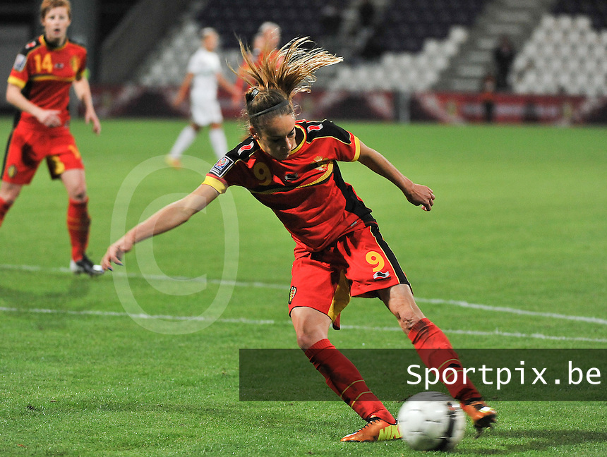 20131031 - ANTWERPEN , BELGIUM : Belgian Tessa Wullaert pictured scoring the 4-1 for Belgium during the female soccer match between Belgium and Portugal , on the fourth matchday in group 5 of the UEFA qualifying round to the FIFA Women World Cup in Canada 2015 at Het Kiel stadium , Antwerp . Thursday 31st October 2013. PHOTO DAVID CATRY
