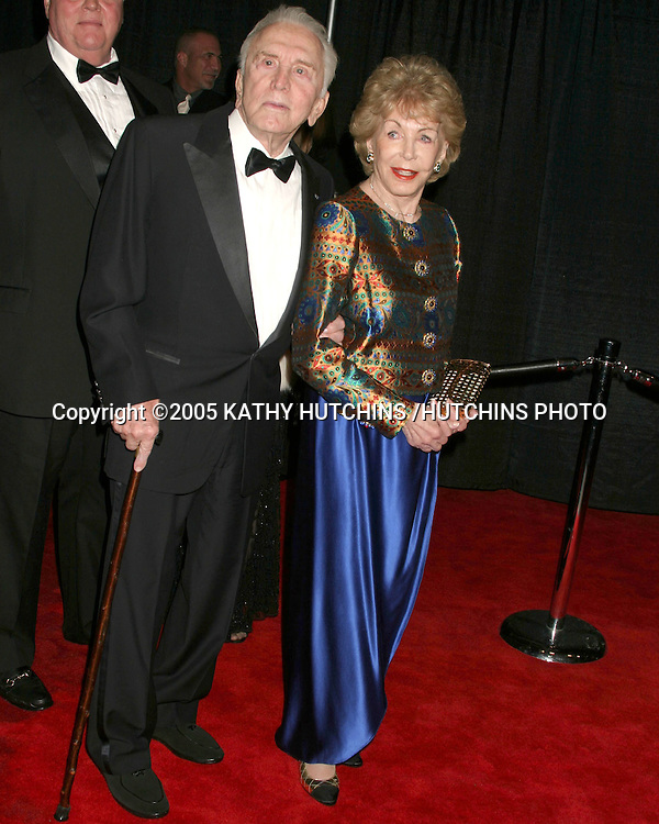 ©2005 KATHY HUTCHINS /HUTCHINS PHOTO.PALM SPRINGS FILM FESTIVAL GALA.PALM SPRINGS, CA.JANUARY 8, 2005..KIRK AND ANNE DOUGLAS