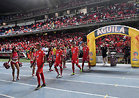 CALI-COLOMBIA, 22-05-2019: Jugadores de América de Cali entran a la cancha antes de partido entre América de Cali y Unión Magdalena, de la fecha 4 de los cuadrangulares semifinales por la Liga Águila I 2019 jugado en el estadio Pascual Guerrero de la ciudad de Cali. / Players of America de Cali enter the field prior a match between America de Cali and Union Magdalena, of the 4th date of the semifinals quarters for the Aguila Leguaje I 2019 at the Pascual Guerrero stadium in Cali city. Photo: VizzorImage / Luis Ramírez / Staff