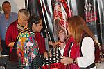 Mexico,DF.-El Féretro de la cantante Costarricense naturalizada mexicana Chavela Vargas, fue trasladado a la capilla de la Plaza Garibaldi, quien murió a los 93 años de edad debido a un paro respiratorio,  cientos de personas esperaban su llegada para  rendirle homenaje; las cantantes Eugenia León, Lila Downs y Tania Libertad se despidieron de la reconocida catautora cantando temas que interpretó Vargas.Foto: Renato. V/zenitimages /NortePhoto.com....**CREDITO*OBLIGATORIO** *No*Venta*A*Terceros*..*No*Sale*So*third* ***No*Se*Permite*Hacer Archivo***No*Sale*So*third*