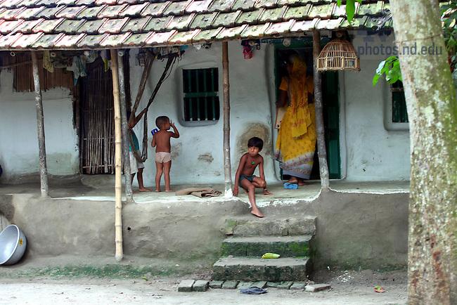 Rural village near Kolkata, India..Photo by Matt Cashore/University of Notre Dame