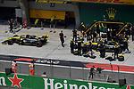 12.04.2019, Shanghai Audi International Circuit, Shanghai, 2019 FORMULA 1 HEINEKEN CHINESE GRAND PRIX<br /> im Bild<br />Nico H&uuml;lkenberg (GER#27), Renault F1 Team, Daniel Ricciardo (AUS#3), Renault F1 Team<br /> <br /><br /> <br /> Foto &copy; nordphoto / Bratic