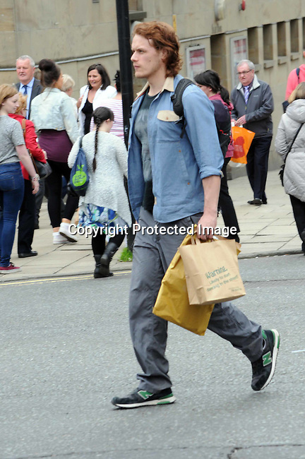 pictures of actor from outlander series sam heughan walking