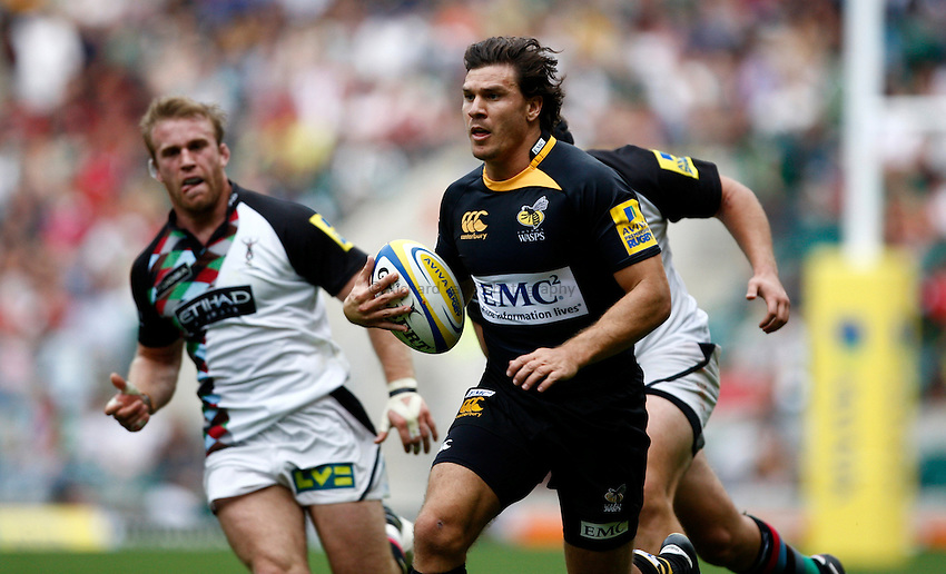 Photo: Richard Lane/Richard Lane Photography. London Wasps v Harlequins. Aviva Premiership. 04/09/2010. Wasps' Ben Jacobs attacks.