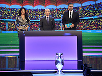 EM-Pokal Henry-Delauney Trophäe mit den Moderatoren Corina Caragea und Pedro Pinto, sowie UEFA Generalsekretär Giorgio Marchetti - 30.11.2019: UEFA EURO2020 Auslosung, Romexpo Bukarest, DISCLAIMER: UEFA regulations prohibit any use of photographs as image sequences and/or quasi-video.