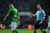 FUSSBALL   1. BUNDESLIGA    SAISON 2012/2013    12. Spieltag   SV Werder Bremen - Fortuna Duesseldorf               18.11.2012 Schiedsrichter Peter Sippel (re) ermahnt Marko Arnautovic (li, SV Werder Bremen)