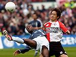 Photo: Gerrit de Heus. Rotterdam. 11/04/04..Feyenoord-Ajax. Yakubu (l) en Shinji Ono