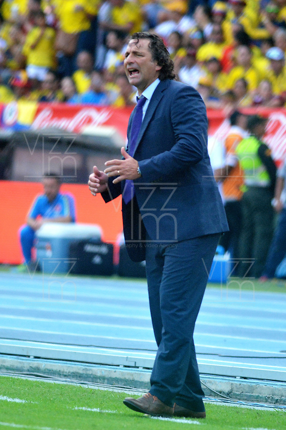 BARRANQUILLA - COLOMBIA -11-10-2016: Juan Antonio Pizzi técnico de Chile durante partido contra de Colombia de la fecha 11 por la clasificación a la Copa Mundial de la FIFA Rusia 2018 jugado en el estadio Metropolitano Roberto Melendez en Barranquilla./  Juan Antonio Pizzi coach of Chile during match against Colombia of the date 11 for the qualifier to FIFA World Cup Russia 2018 played at Metropolitan stadium Roberto Melendez in Barranquilla. Photo: VizzorImage / Alfonso Cervantes / Cont