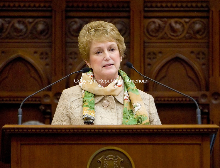 HARTFORD, CT- 07 JANUARY 2008 --010709JS16-Connecticut Gov. M. Jodi Rell delivers her state of the state message to a joint session of the Connecticut General Assembly at the state Capitol in Hartford. <br /> Jim Shannon / Republican-American
