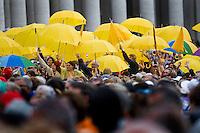 Vaticano, 24 Settembre, 2014. Fedeli in Piazza San Pietro durante l'udienza di Papa Francesco.
