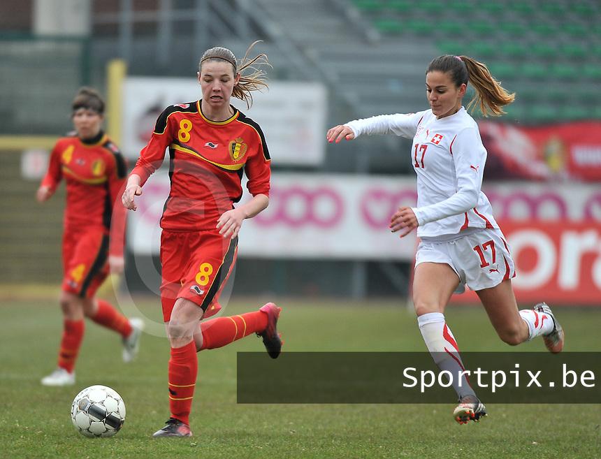 Belgium U19 - Switzerland U19 : Nicky Van den Abbeele aan de bal voor Alessa Castignetti (rechts).foto DAVID CATRY / Nikonpro.be