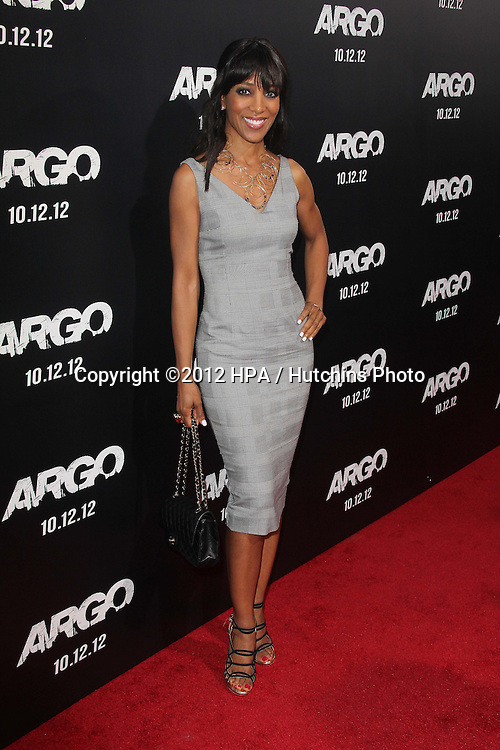 """LOS ANGELES - OCT 4:  Shaun Robinson arrives at the """"ARGO"""" Premiere at Samuel Goldwyn Theater on October 4, 2012 in Beverly Hills, CA"""